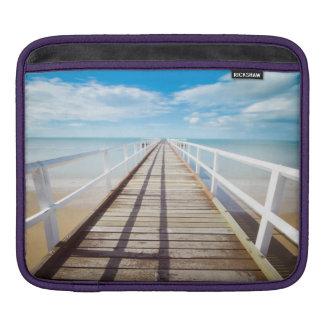 Housse Pour iPad Jetée blanche sur la côte d'océan