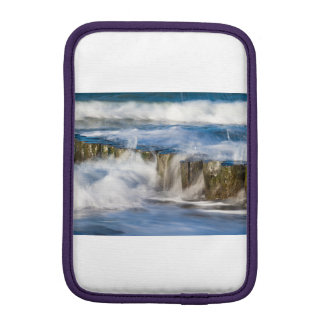 Housse Pour iPad Mini Les vagues et les brise-lames sur la mer baltique