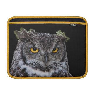 Housse Pour Macbook Air Brown et hibou blanc avec les yeux jaunes intenses