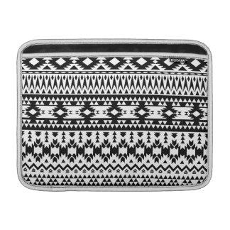 Housse Pour Macbook Air Motif géométrique aztèque noir et blanc de vecteur