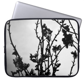 Housse Pour Ordinateur Portable Black and white branches with flowers
