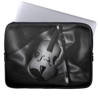 Housse Pour Ordinateur Portable image de b&W de l'Encore-vie d'un violon