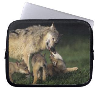 Housse Pour Ordinateur Portable Mère de loup avec des chiots