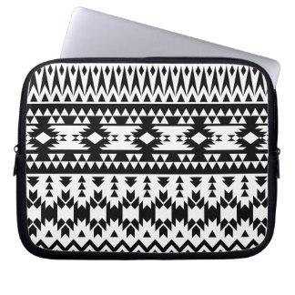 Housse Pour Ordinateur Portable Motif géométrique aztèque noir et blanc de vecteur