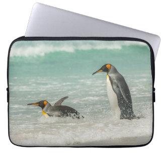 Housse Pour Ordinateur Portable Pingouins nageant sur la plage
