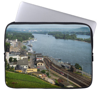 Housse Pour Ordinateur Portable Train des personnes dans la maison crue au Rhin
