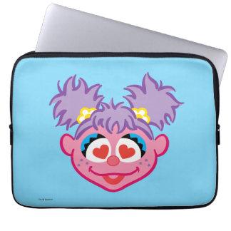 Housse Pour Ordinateur Portable Visage de sourire d'Abby avec les yeux en forme de