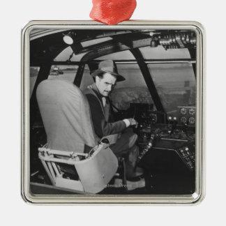 Howard Hughes dans l'avion en bois d'oie Ornement Carré Argenté