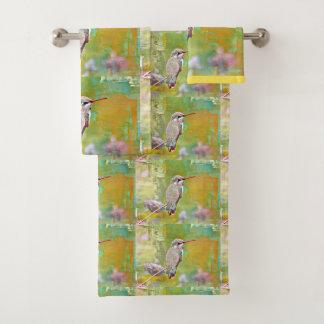 Hummer jaune dans l'ensemble de serviette de salle