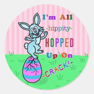Humour fendu drôle d'oeufs de lapin de Pâques Sticker Rond