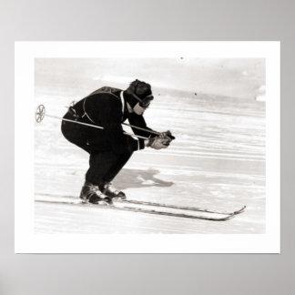 Iamge vintage de ski, glissant en descendant poster