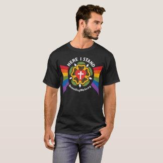 """""""Ici je tiens"""" le T-shirt (sur le tissu foncé)"""