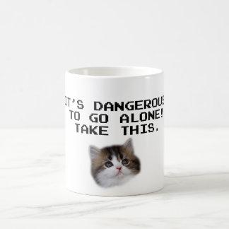 Il est dangereux d'aller seul prennent ce chaton mug