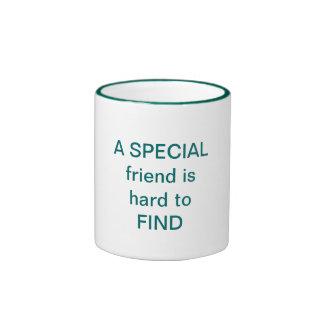 Il est difficile DE TROUVER un ami SPÉCIAL Mug Ringer