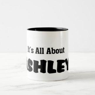 Il est tout au sujet d'ashley mug bicolore