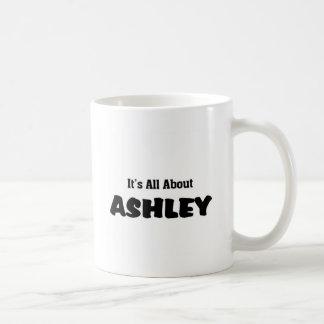 Il est tout au sujet d'ashley mug blanc