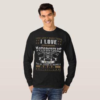 Il n'y a pas T-shirt d'amour de beaucoup de choses