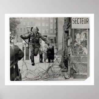 Il s'est produit au mur 8/13/61 posters