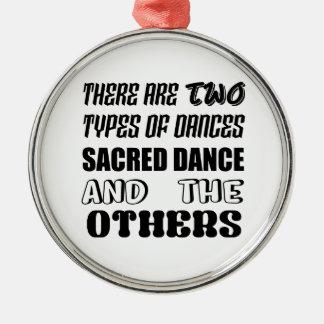 Il y a deux types de danse sacrée de danse et ornement rond argenté