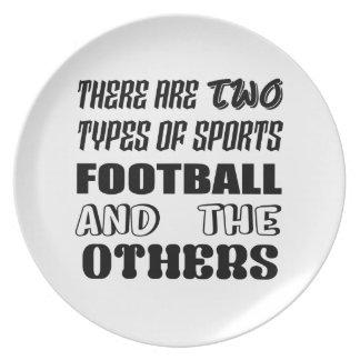 Il y a deux types du football et de d'autres de assiettes en mélamine