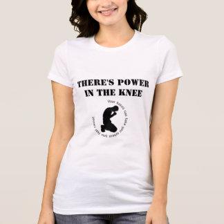Il y a puissance dans le T-shirt des femmes de