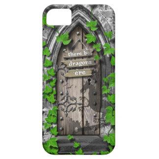 Il y ait le Roi Arthur Medieval Dragon Door de Coque iPhone 5 Case-Mate