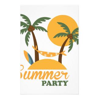 Île tropicale de vacances de vacances d'été avec papeterie