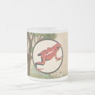 Illustration rouge d'habitat naturel de grenouille mug en verre givré