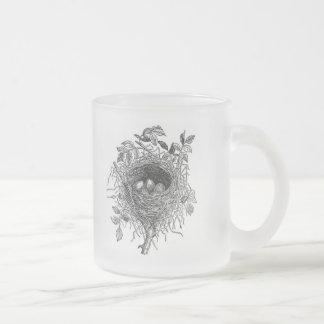 Illustration vintage de nid d'oiseau mug en verre givré