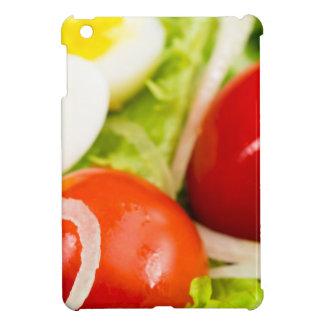 Image brouillée des tomates cerise dans une salade étuis iPad mini