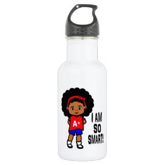 Image noire futée de fille sur la bouteille d'eau
