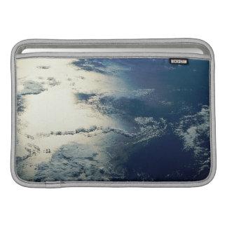 Image satellite de lumière du soleil poches macbook