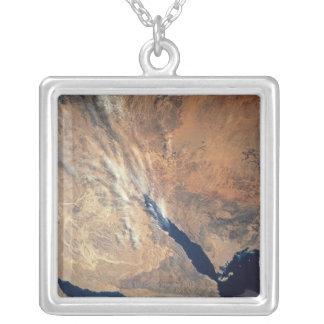 Image satellite de terre collier