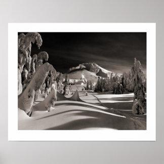 Image vintage de ski, vers le village d'hiver affiches
