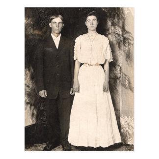Image vintage d'un couple de mariage carte postale