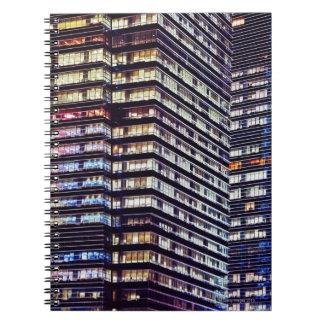 Immeubles de bureaux la nuit, Singapour Carnets À Spirale
