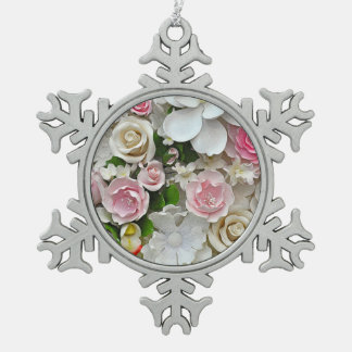 Impression florale rose et blanche ornement flocon de neige pewter
