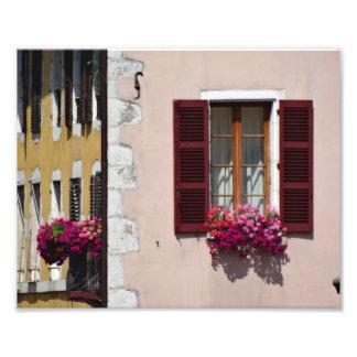 Impression Photo Boîte de fenêtre et de fleur à Annecy historique,