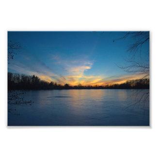 Impression Photo Copie ronde d'étang de coucher du soleil de glace