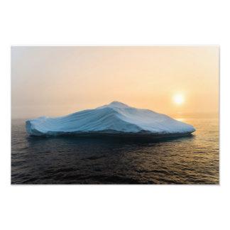 Impression Photo Iceberg au coucher du soleil près de l'île de