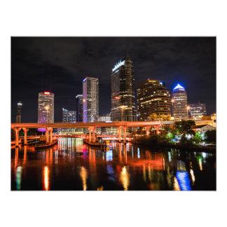 Impression Photo La ville allume l'horizon par nuit