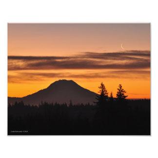 Impression Photo Le mont Rainier et le croissant de lune