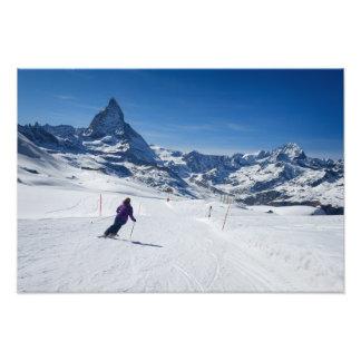 Impression Photo Skiant avec Mt. Matterhorn dans Zermatt, la Suisse