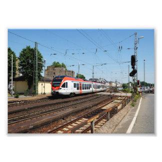 Impression Photo Train des personnes dans la maison crue au Rhin