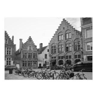 Impression Photo Vieux carré avec les éléments modernes. Bruges