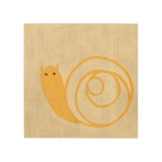 Impression Sur Bois Escargot jaune sur l'arrière - plan crème