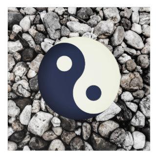Impressions En Acrylique Yin-Yang au-dessus des pierres