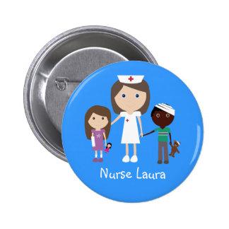 Infirmière et enfants mignons de bande dessinée pe badge rond 5 cm