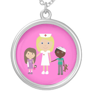 Infirmière et enfants mignons de bande dessinée pendentif rond