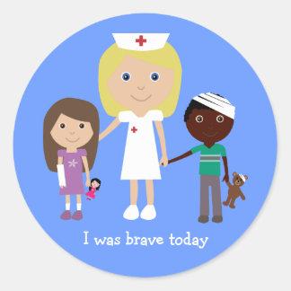 Infirmière et enfants mignons j'étais les autocollants ronds